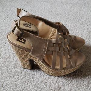 R2 Tan heels size 8